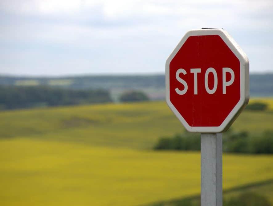 stop-634941_1920-886×668