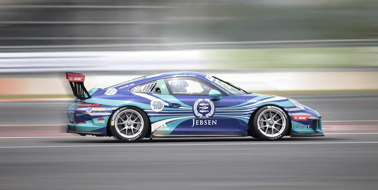racing-2038132_1280