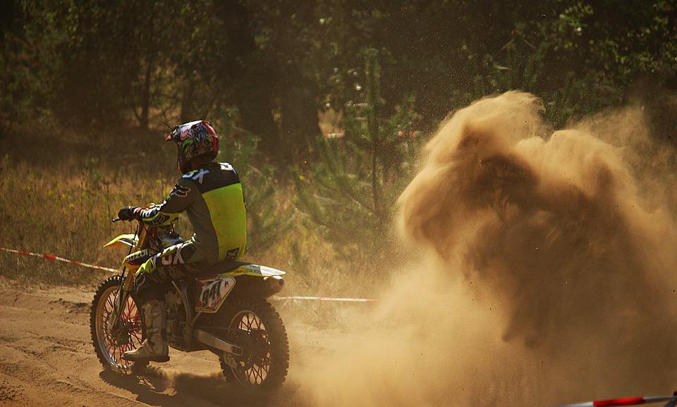 Gdzie wolno, a gdzie nie wolno jeździć motocyklem enduro?