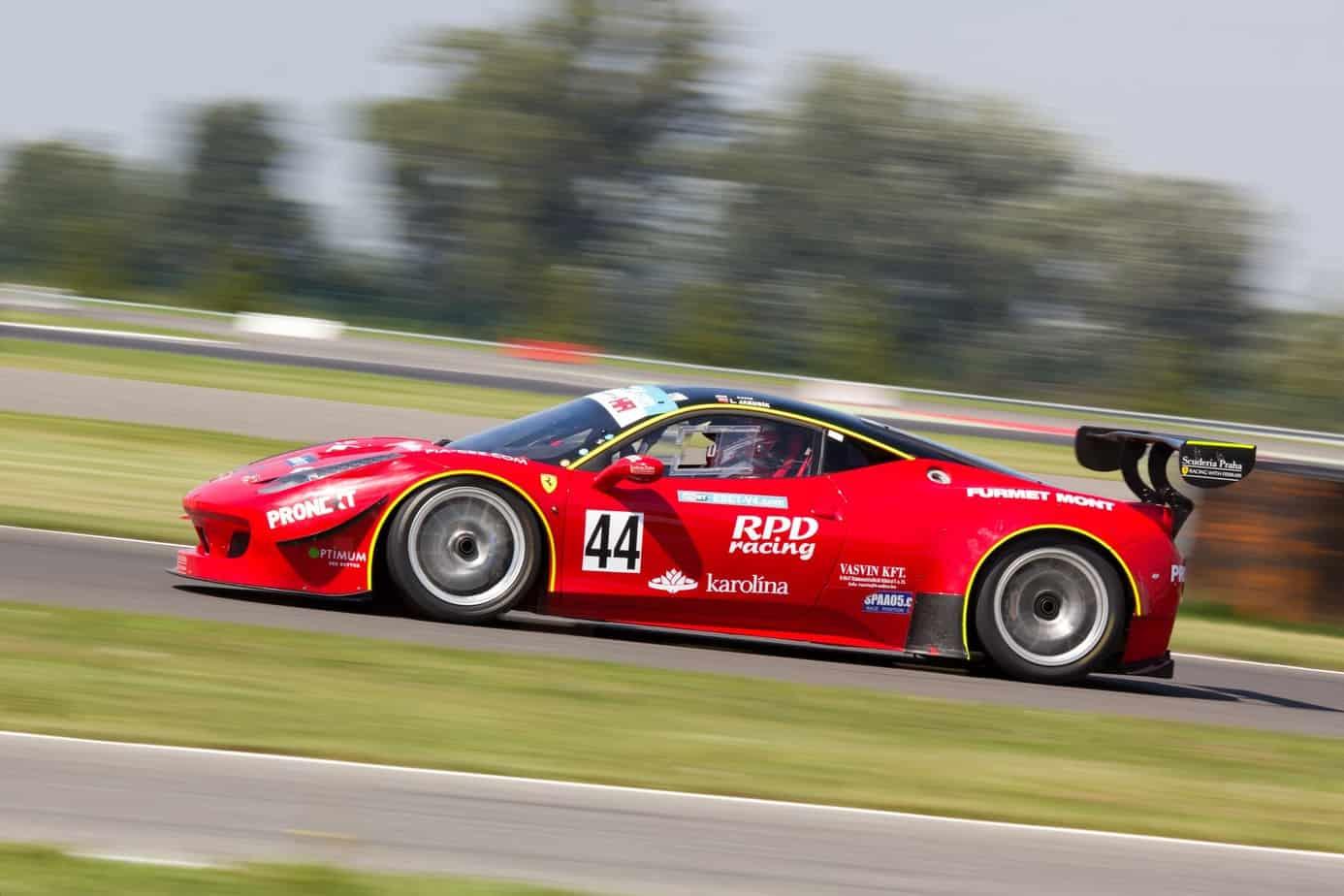 Historia wyścigów samochodowych dla amatorów – kiedy to się zaczęło?