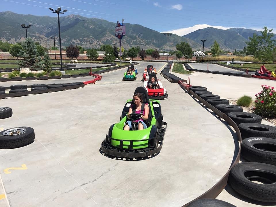 Wyścigi samochodowe dla dzieci – gdzie mogą startować najmłodsi?