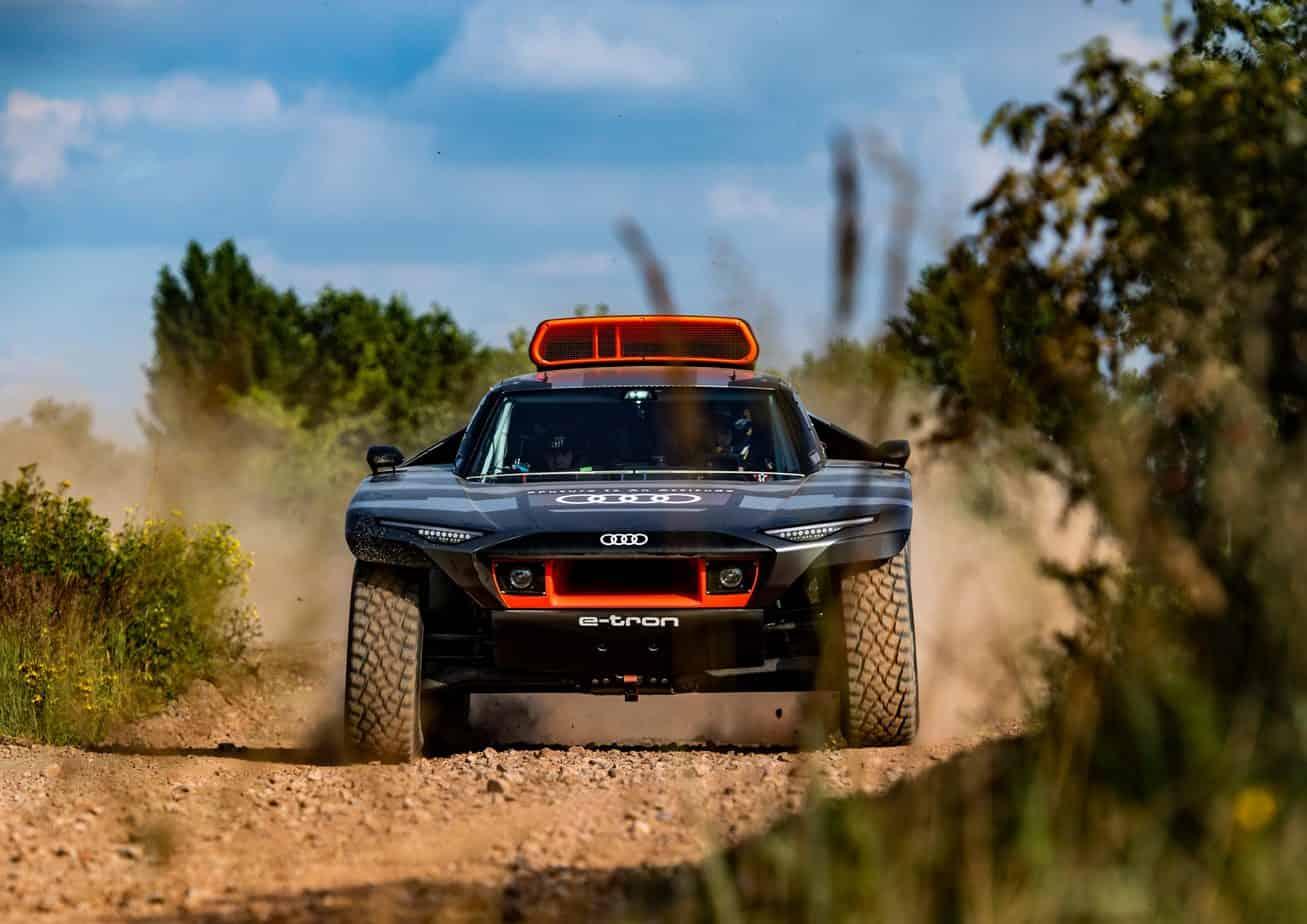 AUDI RS Q e-tron wystartuje w Rajdzie Dakar. Poligon doświadczalny przyszłościowych rozwiązań
